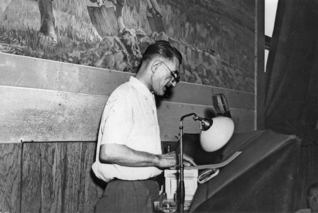 7. Luglio 1949. O. Malaguti interviene nel salone della C.d.L. di Bologna, che sarà intitolato a G. Di Vittorio. Alle sue spalle uno degli affreschi di Galileo Chini, che furono scialbati alla fine degli anni '50.