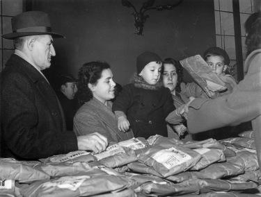 11. Gennaio 1952. La Befana della C.d.L. di Bologna.