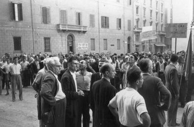 4. 16 settembre 1947. Manifestazione degli edili su sviluppo ed occupazione. In primo piano riconoscibili Clodoveo Bonazzi (a sinistra) e Onorato Malaguti.