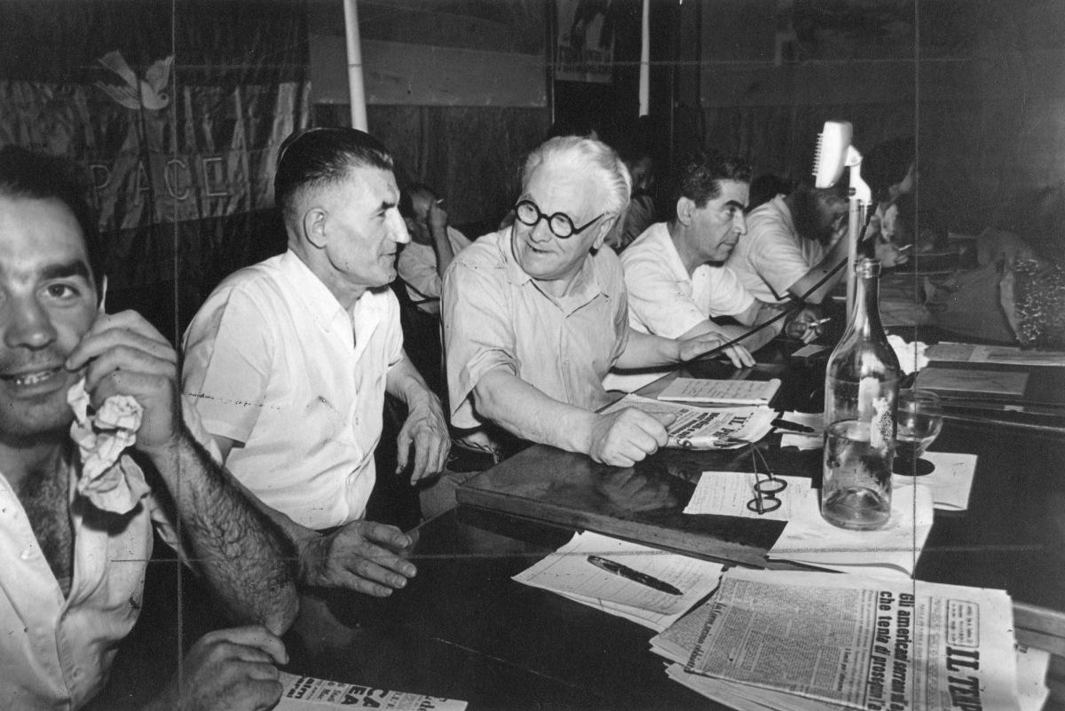 16. 1953. Attivo sindacale della C.d.L. di Bologna. Da destra Clodoveo Bonazzi, Onorato Malaguti e Rinaldo Scheda.