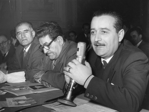 13. Settembre 1952. IV Congresso della C.d.L. di Bologna. Modera Arvedo Forni. Accanto a lui Giuseppe Di Vittorio e Onorato Malaguti.