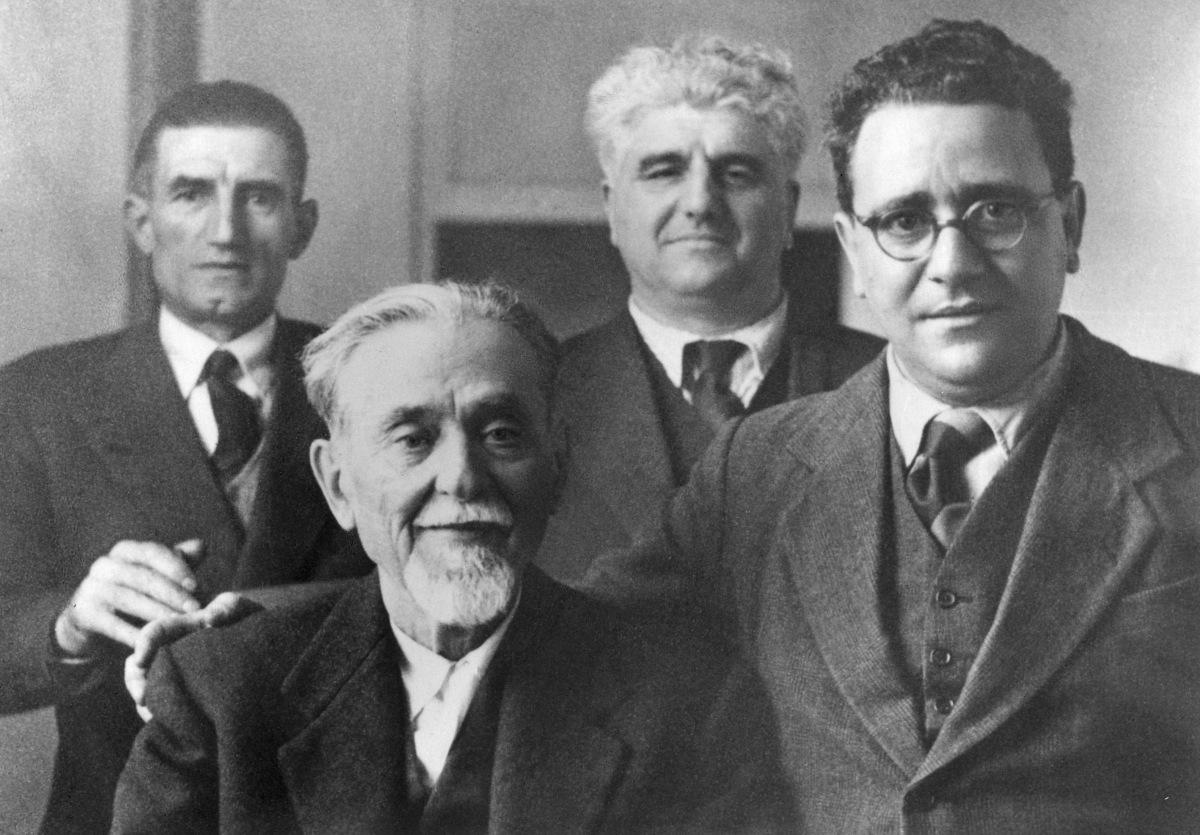 3. 1945. Foto di gruppo: da sinistra Onorato Malaguti, Giuseppe Dozza, Emilio Sereni, Anselmo Marabini.