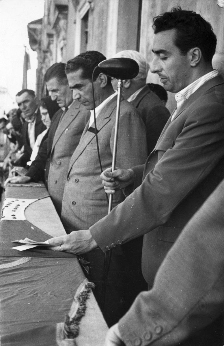 31. 8 giugno 1956. A S. Giovanni in Persiceto si celebra il 7° anniversario della morte di Loredano Bizzarri.