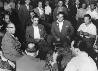 9. Settembre 1950. O. Malaguti insieme ai compagni nello stand della CGIL alla Festa de L'Unità di Bologna.